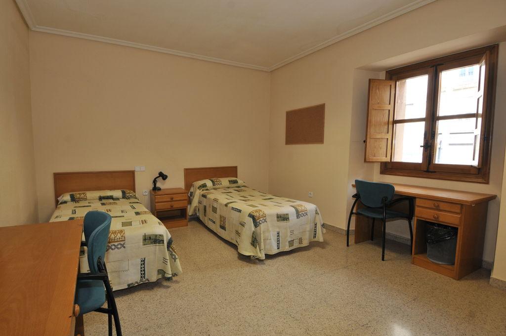 Baño General De Cama:La limpieza es semanal, con cambio de la ropa de cama y baño que