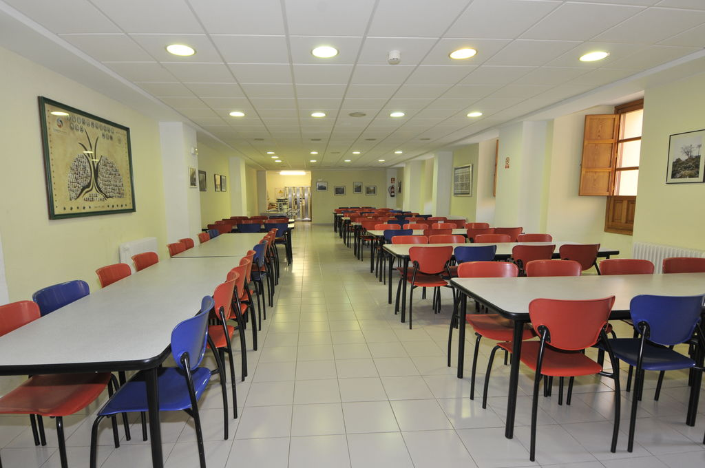 Residencia duques de soria fundaci n general universidad for Mesas comedor colegio