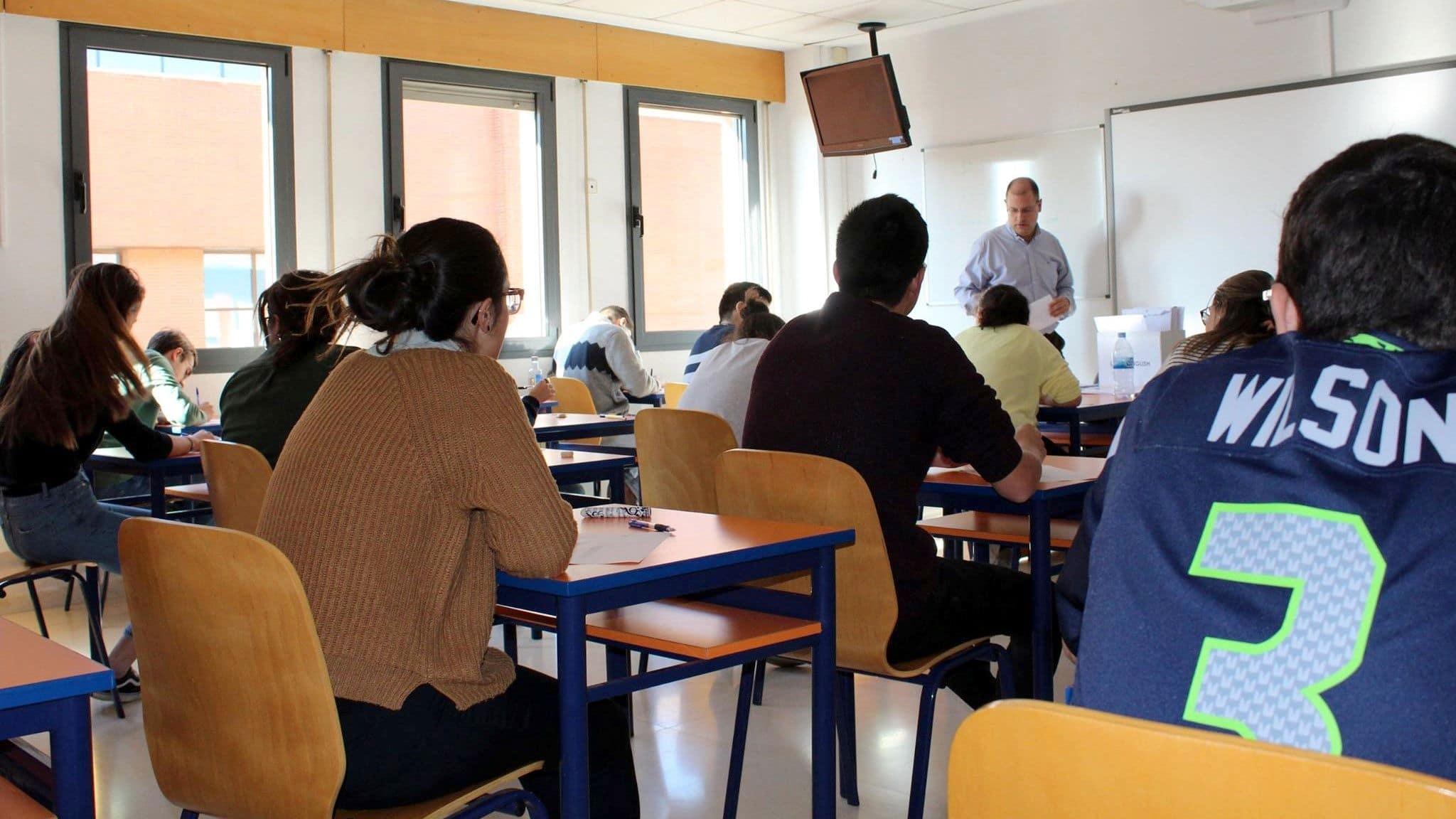 Foto de estudiantes del Centro de Idiomas UVa durante un examen