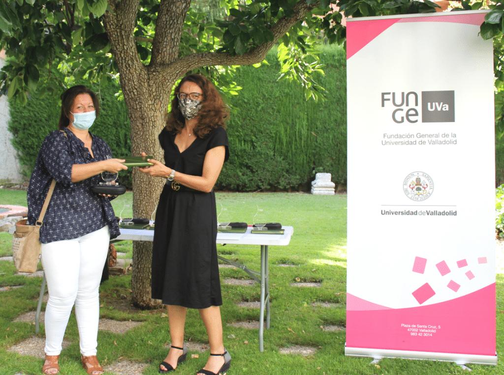 Elena Villarejo y Helga Orejón, primer premio Mejor Lema.