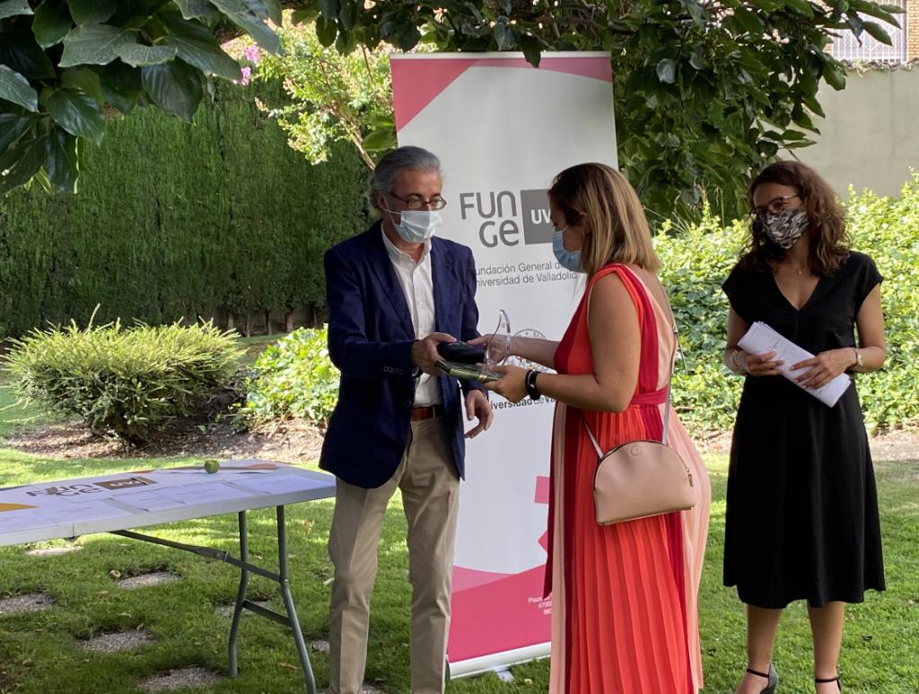 Carlos F. Cabezas, Rut Espina, tercer premio Mejor póster y Elena ViIlarejo.