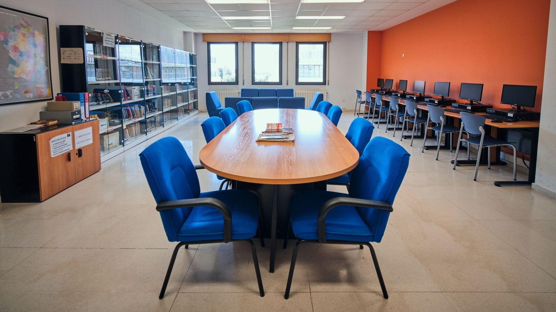 https://funge.uva.es/wp-content/uploads/2020/09/Biblioteca-Centro-de-Idiomas-de-la-Univerisdad-de-Valladolid-UVa-panorámica.jpg