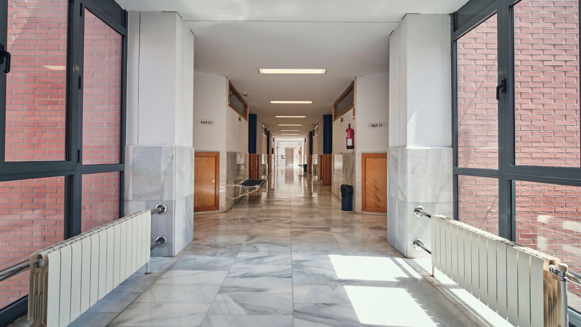 https://funge.uva.es/wp-content/uploads/2020/09/Pasillo-Centro-de-Idiomas-de-la-Univerisdad-de-Valladolid-UVa-panorámica.jpg