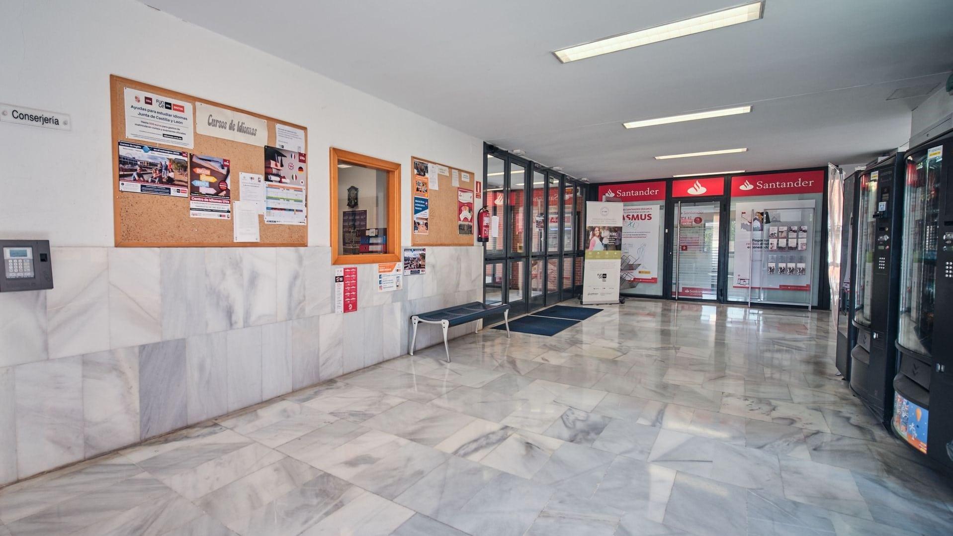 https://funge.uva.es/wp-content/uploads/2020/09/Vestibulo-2-Centro-de-Idiomas-de-la-Univerisdad-de-Valladolid-UVa-panorámica.jpg