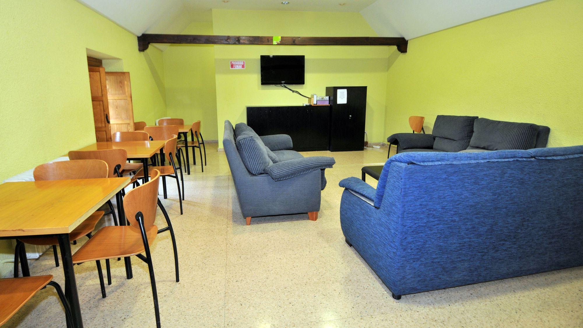 https://funge.uva.es/wp-content/uploads/2020/12/Sala-de-TV-y-juegos-Residencia-Duques-de-Soria-Universidad-de-Valladolid.jpg